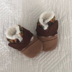 NEW NEVER WORN infant Toms moccasins.